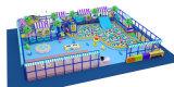 Campo de jogos interno comercial alegre das crianças