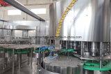 Завод машины завалки минеральной вода весны автоматической полностью готовый бутылки любимчика выпивая разливая по бутылкам