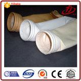 Il collettore di polveri insacca i manicotti del filtrante della polvere dell'aria