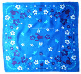 中国の工場OEMの農産物は白いロゴ双方の印刷された綿の青のバンダナをカスタマイズした