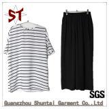 Insieme semplice di modo un di brevi pantaloni del nero della maglietta