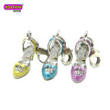Encanto pendiente del zapato de las sandalias del deporte de la joyería del metal con colores del esmalte