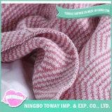 旅行大人の膝の熱赤ん坊は編まれた毛布を包む