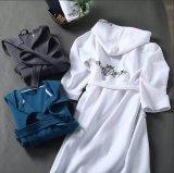 Высокое качество 100% хлопка белого цвета печатаются на Терри махровые банные халаты гостиницы