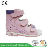 Santals correctifs d'élèves de support de chaussures d'enfants le pied plat