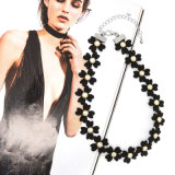 De witte Ronde Halsband van de Nauwsluitende halsketting van het Leer van de Bloem van het Bergkristal Zwarte