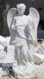 Romain Angle dans le jardin de sculptures en marbre