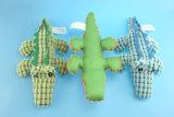 تمساح لعبة لأنّ محبوب يلعب مع ثلاثة ألوان