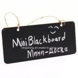 コード、クリスマスの誕生日の野性生物の動物園動物を持つヒツジの形の黒板の黒のボード