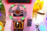 As crianças com moedas máquina de jogos de loteria a máquina