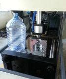 Uma máquina de sopro plástica semiautomática das cavidades