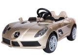 Les gosses de Mercedes SLR ont autorisé la conduite sur le jouet de véhicule