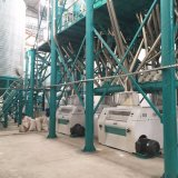 Laminatoio del mais del mercato dello Zambia che fa macchina