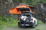 سيدة [أفّروأد] برّيّة خارجيّة يخيّم سقف خيمة علبيّة