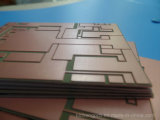PCB 전자공학 Fr 4는 편들어진 회로판 복제품을 골라낸다