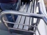 Verbiegender Aluminiumstuhl auf Boot