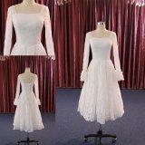 Le lacet de circuit de Grand dos-Collet de Mi-Mollet habille la longue robe de mariage de chemise