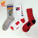 Hoher Basketball trifft Mens-Sport-Socken mit kundenspezifischem Firmenzeichen hart
