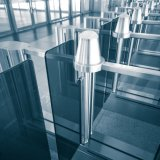 緩和されたガラスを滑らせることは入口の障壁の機密保護のドアをはためかす