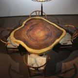 純木のコーヒーテーブル、椅子のダイニングテーブルの上、作業上のコーヒーテーブル