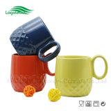 Caneca de café de venda quente da forma do abacaxi para relativo à promoção