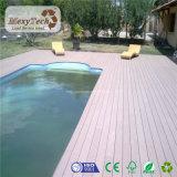 Decking composé imperméable à l'eau résistant UV personnalisé extérieur de WPC pour la piscine
