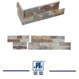 壁のクラッディングのための自然な錆ついたか白いですまたはベージュ石灰岩かスレートか床または舗装するか、または屋外の装飾