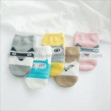 高品質の鮮やかなジャカード綿の赤ん坊のソックス