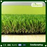 Erba artificiale di bello del giardino paesaggio verde della decorazione