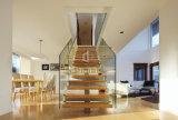 Gerades Treppenhaus für Innendekoration mit hölzernem Jobstepp