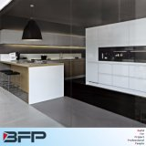 2 de Binnenlandse Hoge Voorraadkast van de Keuken van het Ontwerp PAC voor Magnetron met Houten Kabinet Venner & Countertop