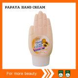 Crème pour les mains à la papaye à la main