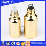 Rodillo del petróleo esencial del vidrio en la botella con el tapón de tuerca del rodillo y del plástico