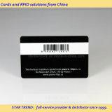 Cartões no código de barras 39 e no cartão plástico pré-imprimido