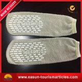 Wegwerfbowlingspiel-Socken-Fluggefäß trifft Großhandelskrankenhaus-Socken hart