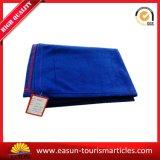 安く青い刺繍のロゴ毛布