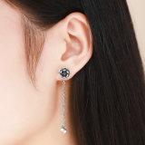 I branelli lunghi d'argento della nappa ciondolano le donne degli orecchini eleganti e gli orecchini di goccia fini graziosi dei monili del nuovo modello di disegni