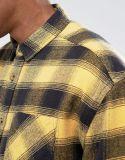 أكبر من المعتاد تدقيق قميص مع غسل حامضيّة في قميص صفراء