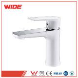 Europäische neue Entwurfs-Plattform eingehangener weißer Badezimmer-Hahn für Verkauf (101D10305CP)