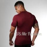 L'ajustement à séchage rapide d'hommes neufs de modèle complète le T-shirt de teeshirts