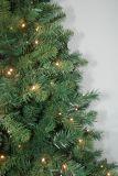 現実主義者のストリングライトマルチカラーLED装飾(AT1024)が付いている人工的なクリスマスツリー