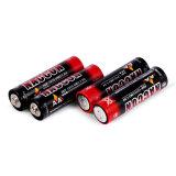 Trockene Zellen-Batterie des AA-Zink-Kohlenstoff-R6 im weißen Kasten
