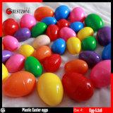 La cápsula de juguete de plástico los huevos de Pascua para golosinas o juguete