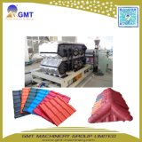 Protuberancia Plástica Coloreada PVC de la Producción del Azulejo de Azotea del Esmalte Que Hace la Maquinaria