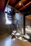 Escalera espiral de interior de la fábrica de la fabricación