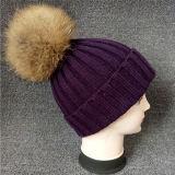 高品質の無地の毛皮の球によって編まれる帽子