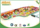 Strumentazione dell'interno del parco di divertimenti del castello impertinente dei bambini per divertimento
