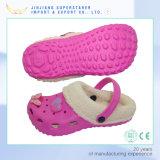 Impedimento Holey di EVA di fascini dei sandali dei bambini dei capretti di inverno con pelliccia