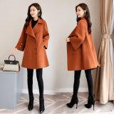女性方法衣類のウールは長い女性のコートを混ぜる