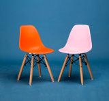 La silla de Eames para el sitio de niños plástico de las piernas de madera del asiento de la talla de los cabritos embroma la silla